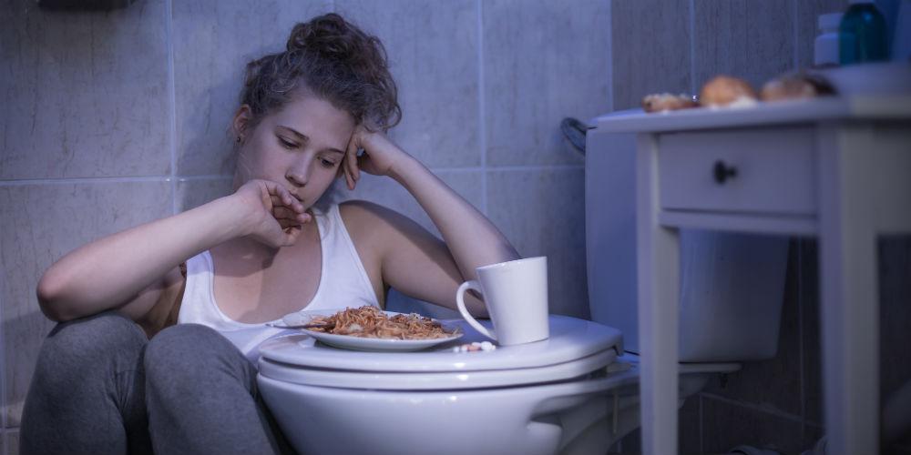 pige med symptomer på bulimi